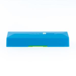 Der batteriebetriebene Wassersensor warnt sofort vor eintretendem Wasser und hilft so, grössere Wasserschäden zu verhindern. Dank Loxone Air Technologie ist der kleine Sensor überall platzierbar.